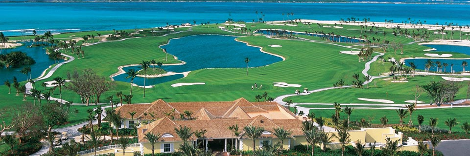 A beautiful golf course overlooking the sea awaits you at Atlantis