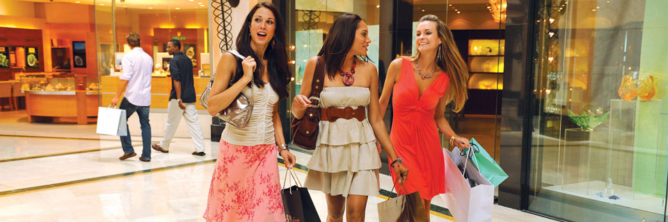 Exceptional shopping experiences can be found throughout Atlantis